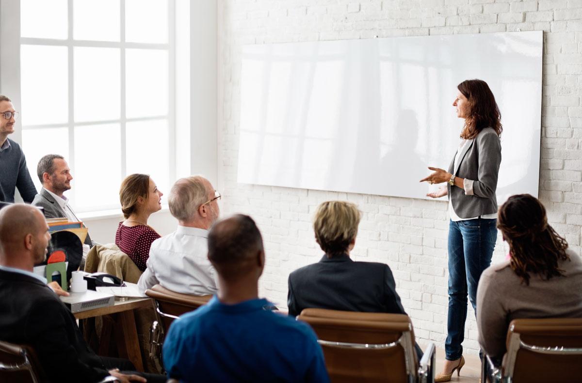 treinadora ministrando workshop